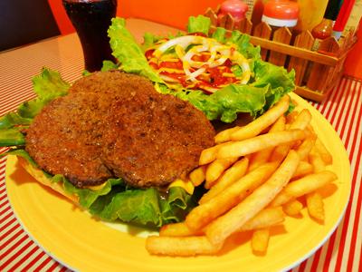 霧峰美式漢堡風味餐 大口吃下後的飽足感