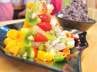 夏天就愛呷冰 八里大碗水果冰