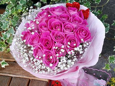 花屋推出情人节花束五百元,实际花材与包装以现场为主.(摄影/林