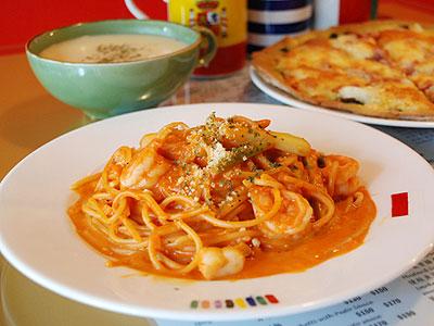板橋平價義大利麵 橘紅醬汁鮮蝦干貝蘆筍麵