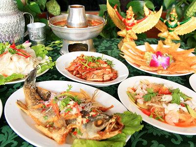 泰式料理吃到飽 酸辣開胃菜色多