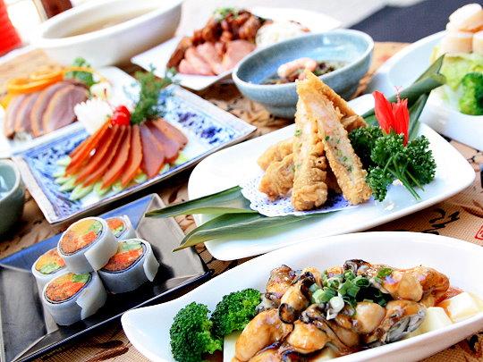 為了讓客人能吃到更多元的台灣在地美食,度小月另推出多款經典套餐,上選的本地食材由師傅精湛純熟的手藝,將一道道台式風味經典佳餚完美呈現。(攝影/石靜怡)