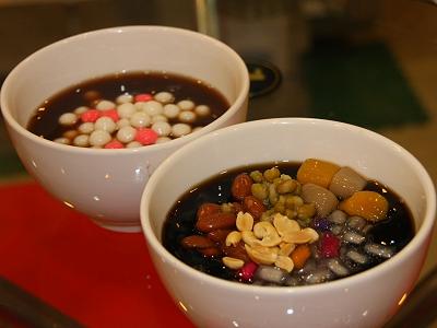 一碗熱熱的紅豆湯圓溫暖了午後的腸胃