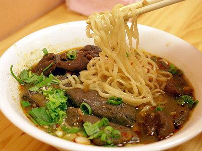四川味變台灣小吃 麻辣鴨血 紅油抄手端上桌