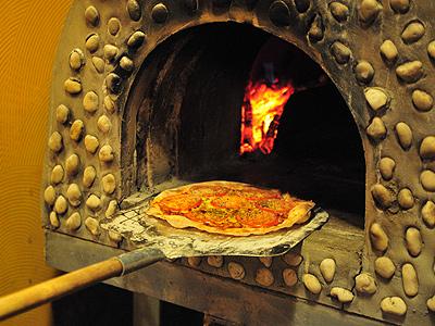 超薄脆皮窯烤披薩 手工現桿口味多樣