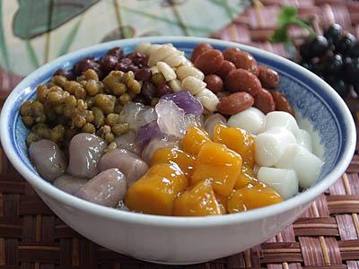 鹿港小鎮旅遊 第一市場傳來的豆花與圓仔湯幸福味