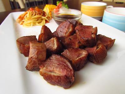 鐵板料理櫻桃鴨 肉質甜美無鴨腥味