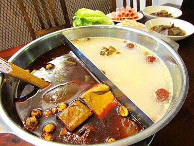 重慶麻辣小火鍋 獨家湯頭兼具美味與養生