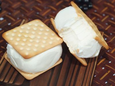 沁涼的虎尾夾心冰餅 宣告夏天準備來臨