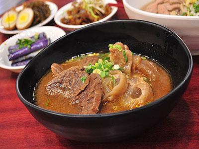 【台灣百大名店】川味、麻辣、清燉、番茄 特色口味牛肉麵