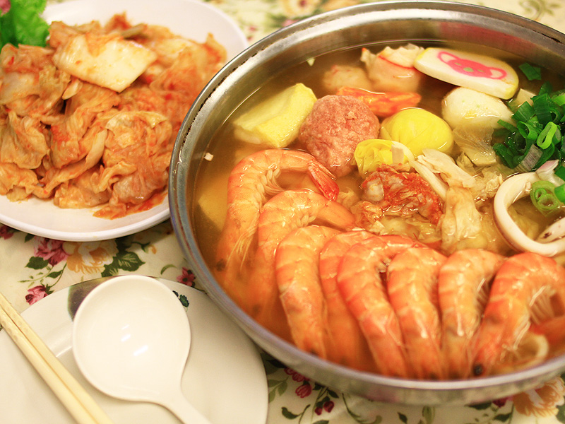 Delicious Kimchi & Seafood Hotpot in This Winter