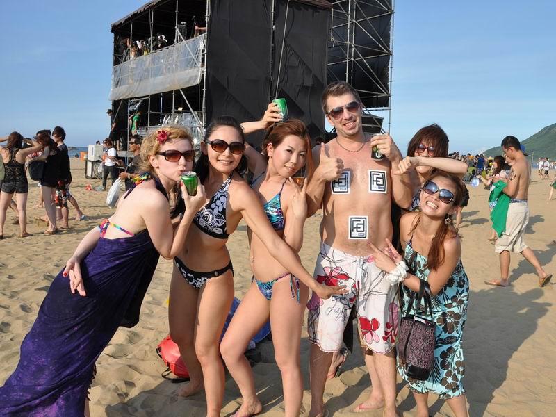 比基尼 贡寮海洋音乐祭热闹登场